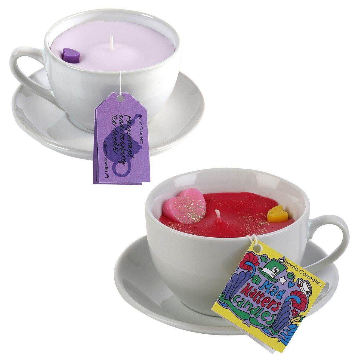 eine tasse tee gef llig duftende kerzen in der tasse. Black Bedroom Furniture Sets. Home Design Ideas