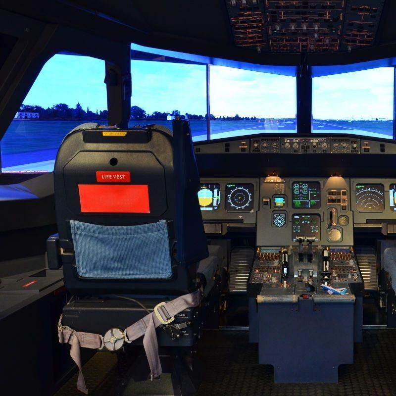 Flugsimulator vom Typ A320 Passenger Jet – Hamburg