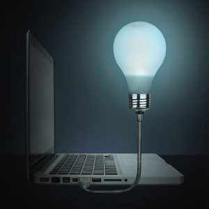 Laptop-Glühbirne für Geistesblitze